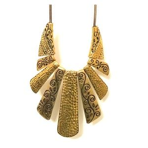 Jewelry - 🔶 Gold statement necklace 🔶